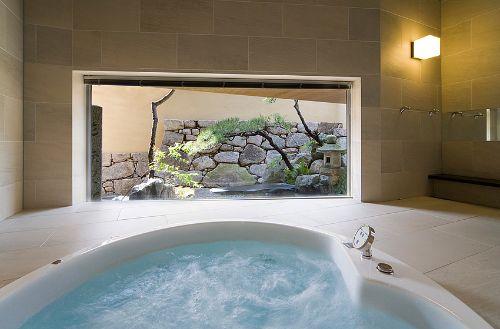 浴室からの眺めも含めてデザイン