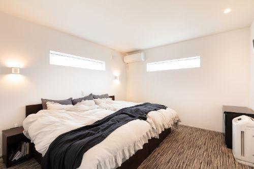 必要最低限のもので統一した寝室