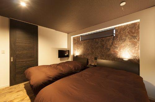 シックな雰囲気で統一しラグジュアリー感あふれる寝室