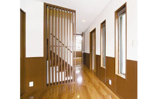 木目調を最大限に利用した和風テイストの玄関