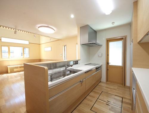 林工務店の注文住宅「天井を高くしなくても開放的な空間に」