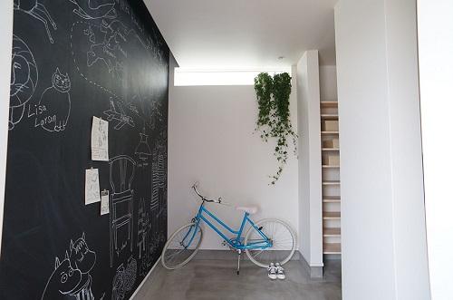 林工務店の注文住宅「黒板仕様の壁紙で子どもも喜ぶお家」