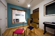 音楽室を中心にした、明るく開放的な家