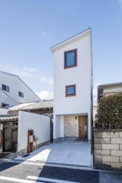 町田工務店の注文住宅「間口3.7mの住宅でも利便性が高く明るい」