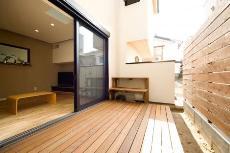 バルコニー・デッキ・オープンスペースのデザインが素敵な京都の注文住宅1