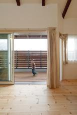 バルコニー・デッキ・オープンスペースのデザインが素敵な京都の注文住宅2