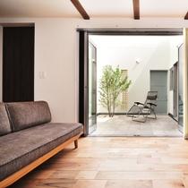 バルコニー・デッキ・オープンスペースのデザインが素敵な京都の注文住宅4