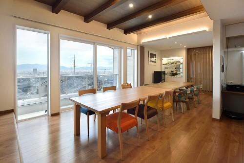 敷島住宅の注文住宅「京都の街並みを見渡せる広々としたリビング」