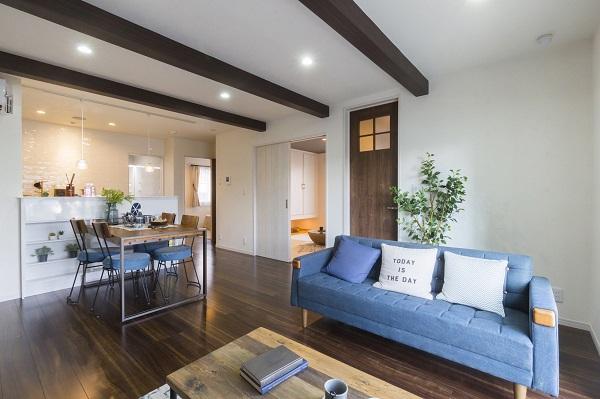 秀光ビルドの注文住宅「梁見せ天井で開放的な空間に」
