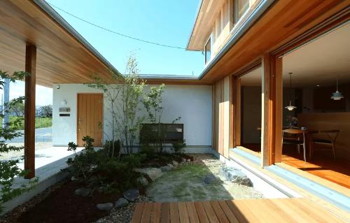 谷口工務店の注文住宅「中庭を中心に自然を感じつつもプライバシーに配慮」